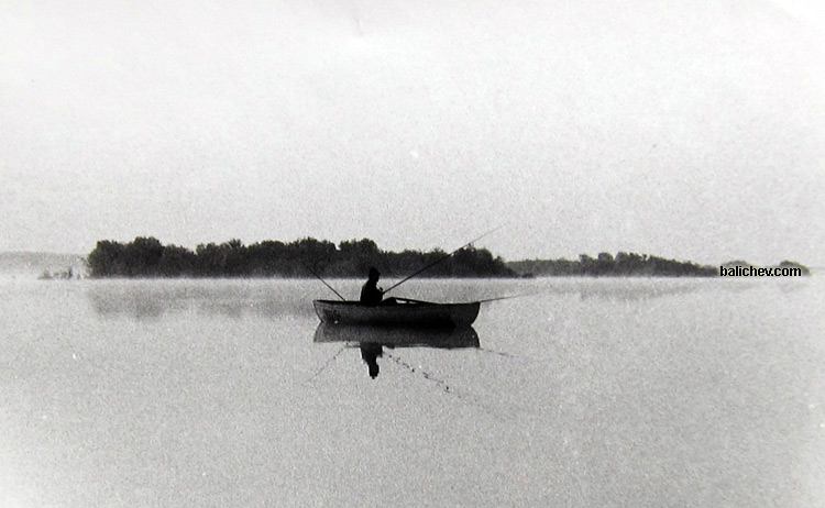 рыболов в лодке