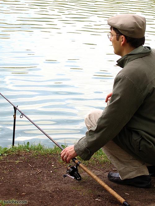 Рыболов с английской удочкой
