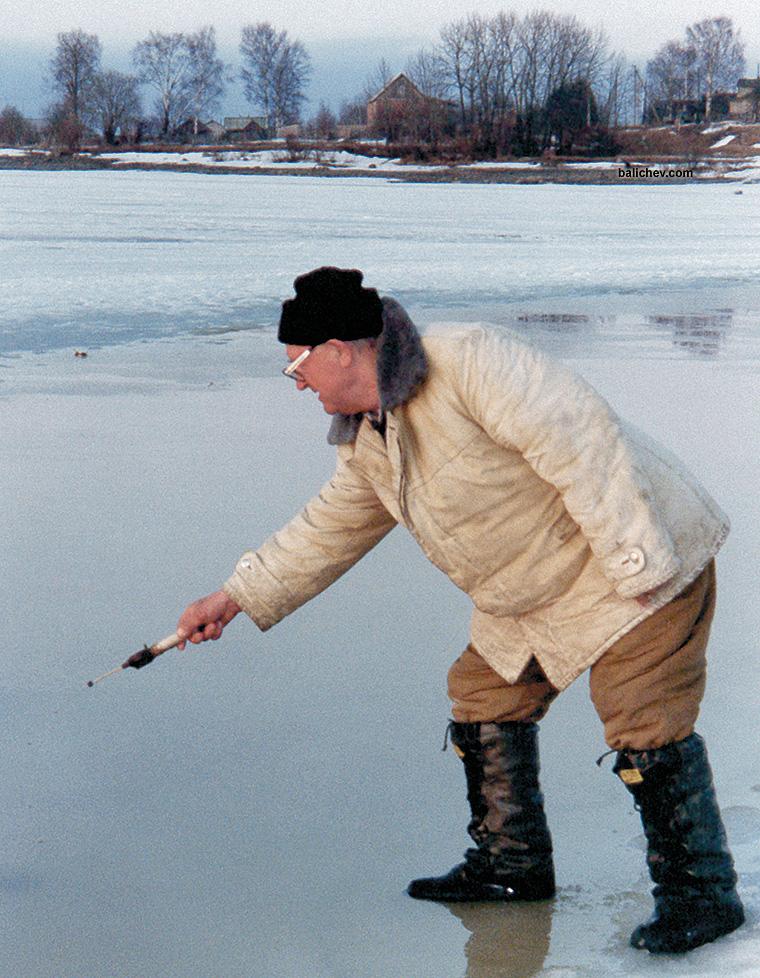 рыболов на последнем льду