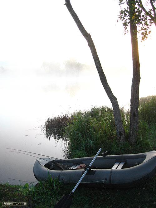 утренний пейзаж с лодкой