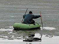 лодка на льду