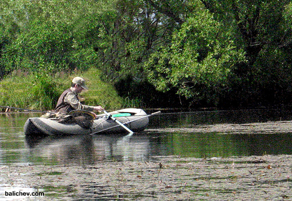 поплавочная ловля с надувной лодки